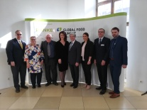 Gruppenbild der Referenten am Global Food Summit (v.l.n.r.:) Máximo Torero, Prof. Martina Schraudner, Prof. David Zilberman, Staatsministerin Michaela Kaniber, Stephan Becker-Sonnenschein, H.E. Mariam Al Mehairi, Prof. Justus Wesseler, Dr. Simon Reitmeier